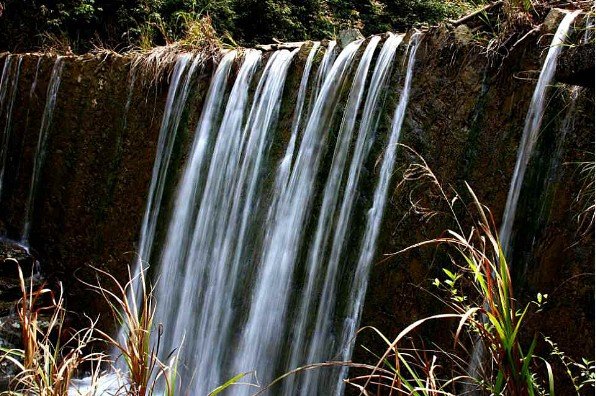 壁纸 风景 旅游 瀑布 山水 桌面 596_396